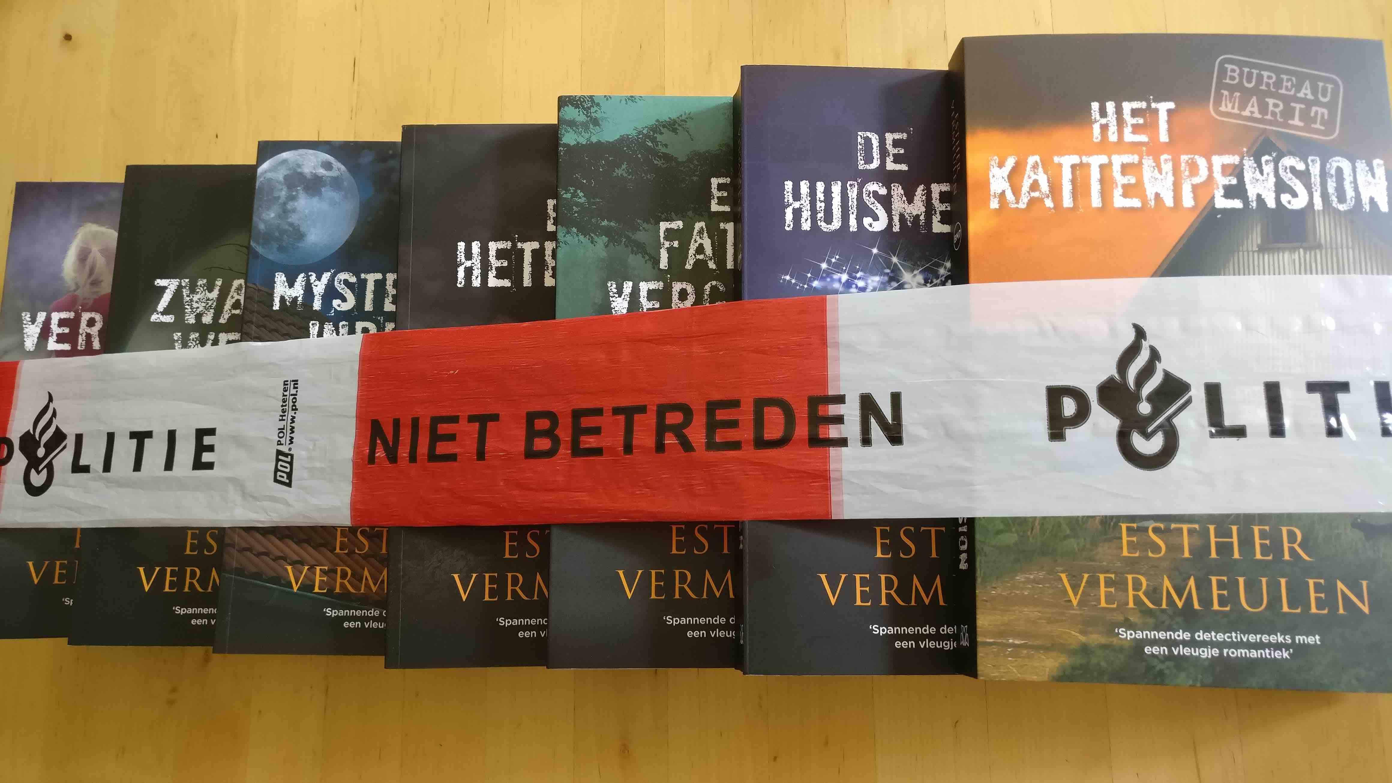 Verzameling Bureau MaRiT boeken met politielint omwikkeld
